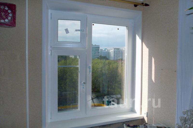 Рулонные шторы день-ночь. Окна с импостом и форточкой.
